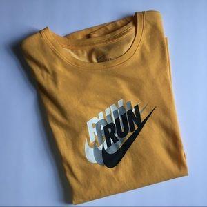 Nike dri-fit tee small nwot